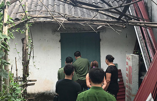 Police in Hoa Binha check the room of Do Manh Tuan, a local vice principal, for investigation in a nationan high school exam fraud. Photo by VnExpress/Duong Tam