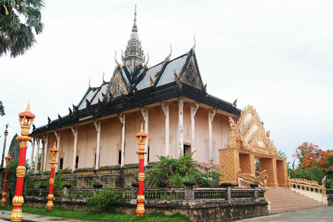 Take a look at the majestic Khmer pagoda in Southern Vietnam