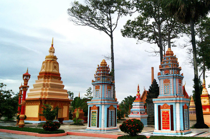 Take a look at the majestic Khmer pagoda in Southern Vietnam - 4