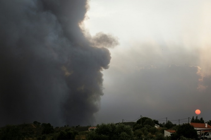 Smoke rose from a wildfire close to Monchique in the Algarve, southern Portugal, where more than a 1,000 firefighters are battling the blaze. Photo by AFP