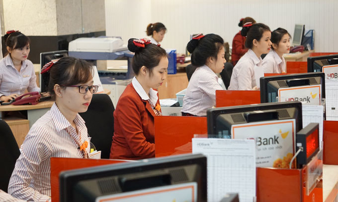 Techcombank, Vietcombank have most productive employees