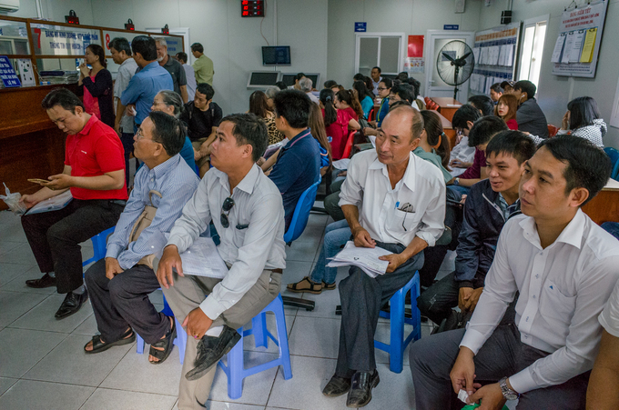 Residents wait to perform administrative procedures in Ho Chi Minh City. Photo by VnExpress/Thanh Nguyen