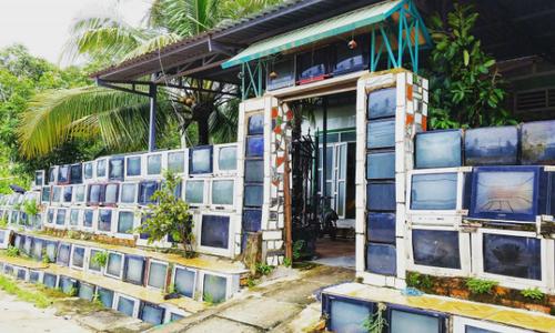 Vietnam TV fence grabs media attention