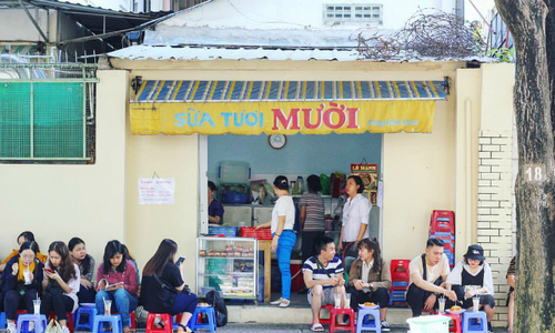 A Saigon café milks a 'different' breakfast habit