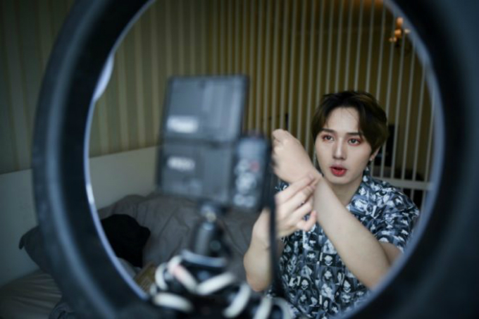 Lan Haoyi shares beauty tips online as part of Chinas booming beauty industry for men