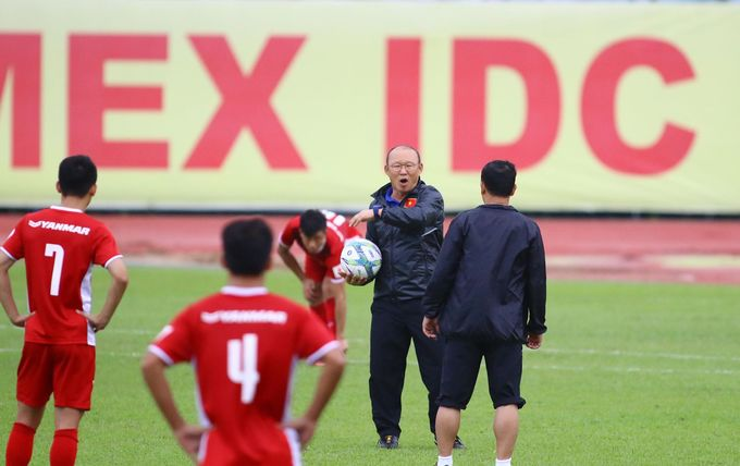 Head coach Park Hang-seo holds the ball as he instructs the practice session.