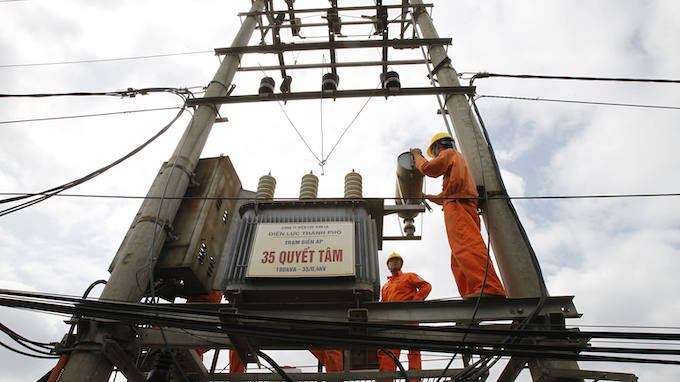 Vietnam eyes power imports from China, Laos