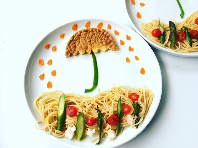 The weather forecast can be recreated with just pasta, some cherry tomatoes and a piece of bread. This is how Ms. Lan cheers up her children during rainy days