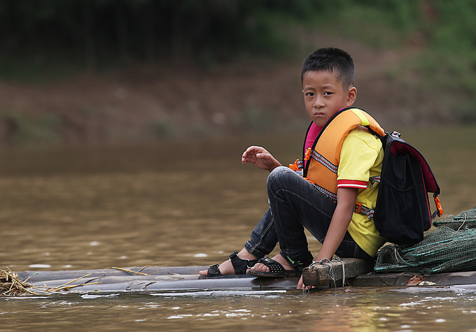 Villagers in northern Vietnam use bamboo to walk on water - 7