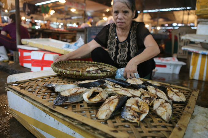 Fishes are sold at morning wet market can range between VND80,000-VND350,000 per kilogram depends of the fish type.