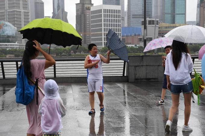 China evacuates 200,000 as typhoon hits east coast