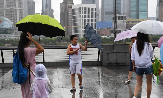 China evacuates 200,000 as typhoon hits east coast