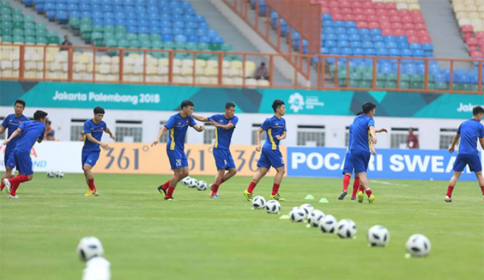 Vietnamese U23 football players practice before the game. Photo by VnExpress/Duc Dong