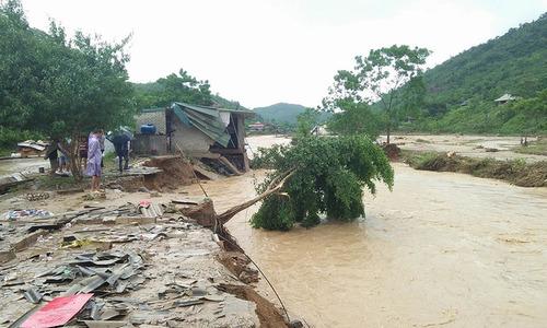Vietnam mobilizes half a million people as Bebinca gets close
