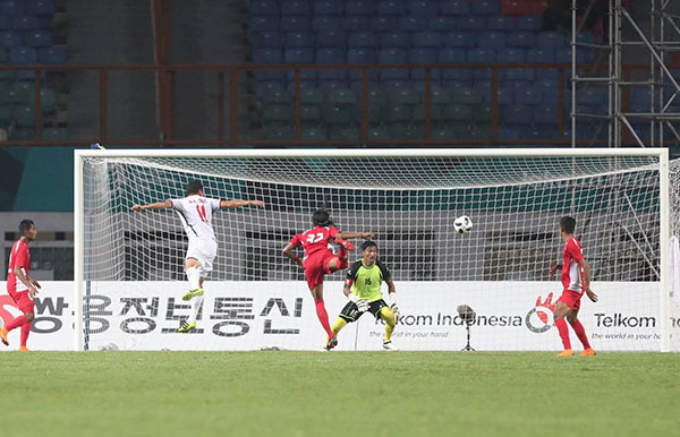 Nguyen Anh Duc heads into the net to score Vietnams first goal.