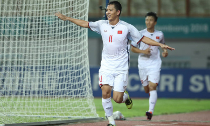 Nguyen Anh Duc celebrates after the header.
