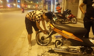 Motorbike rescuers hit Hanoi streets at all odd hours