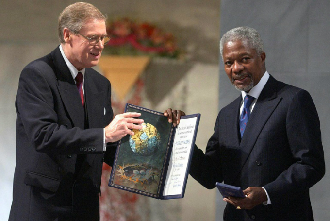 Annan is awarded the Nobel Peace Prize jointly with the UN in 2001 for their work for a better organised and more peaceful world