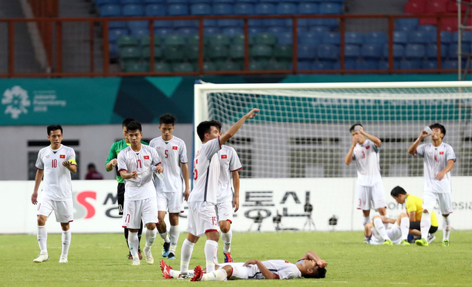 Second thoughts: Fans ponder cost of Vietnam beating Japan