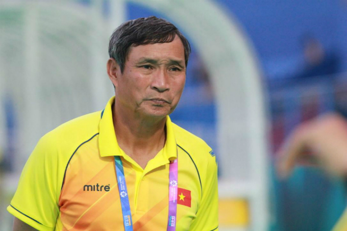 Head coach Mai Duc Chung has lead the national women football team to win gold medals at SEA Games three times. Photo by VnExpress/Xuan Binh