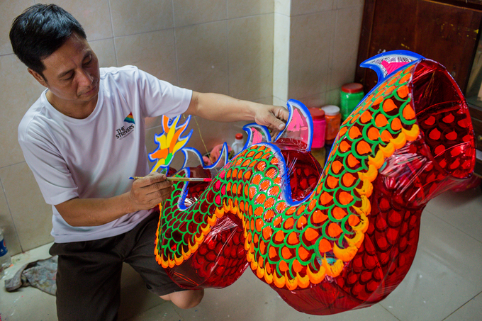Painting the lantern is the most challenging task, requiring skilled and experienced craftsmen.
