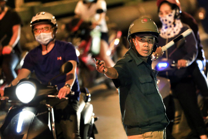 Diep My Hoang, a security guard in District 7, said he was on duty to regulate traffic around the area everyday. Peak hours of traffic congestion started 7 a.m. to 8 a.m. and repeated at 5 p.m. to 8 p.m.