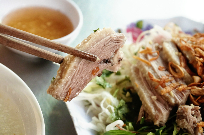 The meat is juicy, tender and does not have the strong duck odor. Ginger fish sauce is also helps adding more flavor.