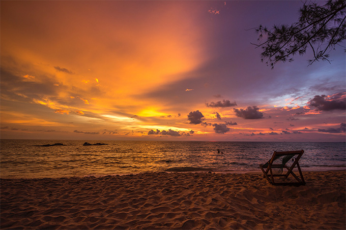 Sunset on a beach in Phu Quoc, Vietnam. Photo by Michael Lammli on Unsplash