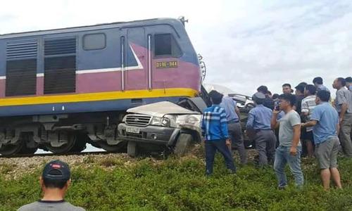 Car-train collision kills 2 in central Vietnam