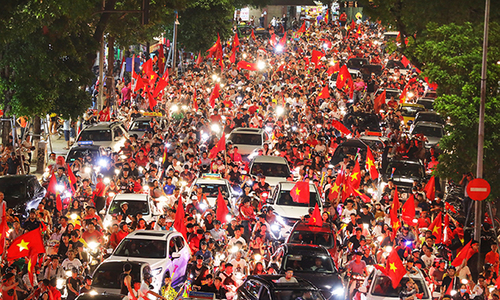 Vietnam streets overflow as football fans go to town over Asian Games history