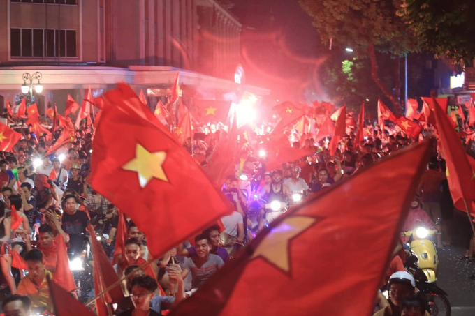 Vietnamese flags paint a street in Hanoi as fans celebrate the countrys quarterfinal victory over Syria at Asian Games in Indonesia on Monday night. Photo by Gia Chinh