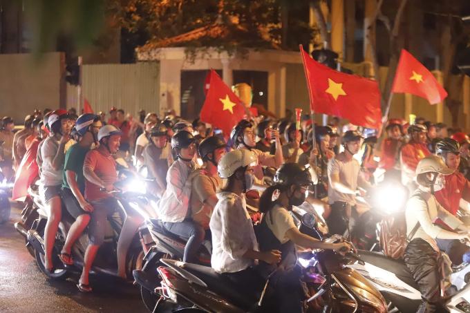 In Da Nang, the spirit is as high. Photo by Nguyen Dong