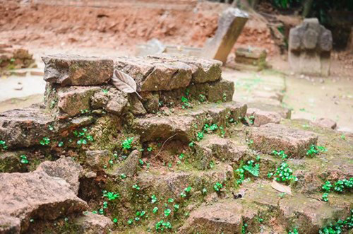 Brick walls found that Phong Le relics site. Photo: Da Nang News