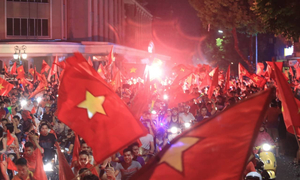 Football fans burst out in joy as Vietnam advances to Asiad 2018 semifinal