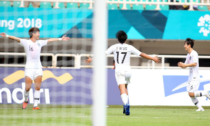 South Korea celebrates their second goal. Photo by Duc Dong