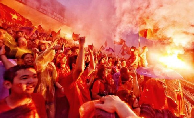 Football fans in Hanoi celebrate the first goalof Vietnamese national team. Photo by Giang Huy