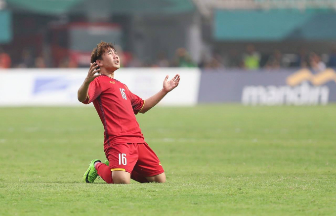 Tran Minh Vuong reacts after his successful free kick. Photo by Duc Dong