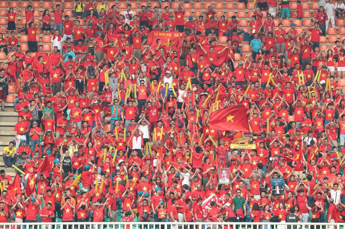 Vietnamese fans creates a red ocean on the stand of Pakansari Stadium.