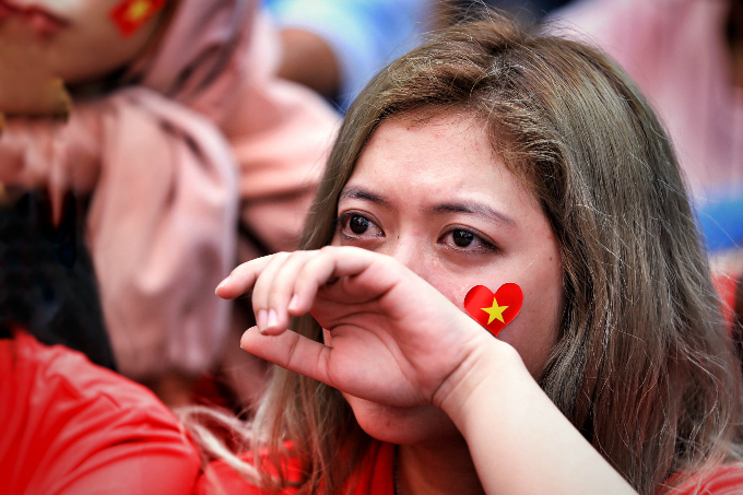 In Saigon, a Vietnamese fan cries after South Korea scored the second goal. Photo by Huu Khoa