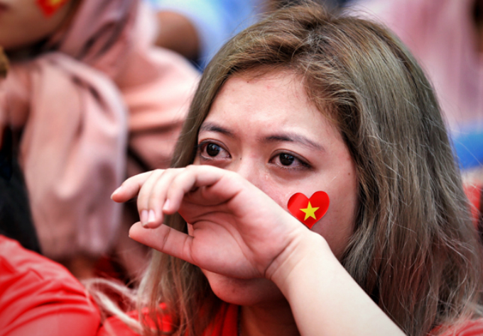 In Saigon, a Vietnamese fan cant hold back her tears after South Korea scored the second goal at the game. Photo by Huu Khoa