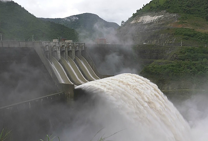 Ban Ve hydropower plant discharges water. Photo by VnExpress/Hai Binh
