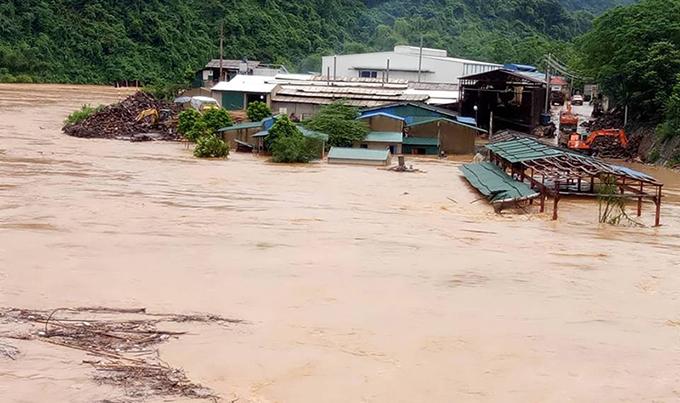 Three dead as flash floods strike north Vietnam