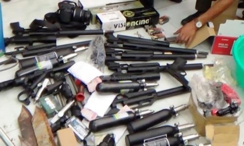 Vietnam police arrest terrorist group member for smuggling in weapons