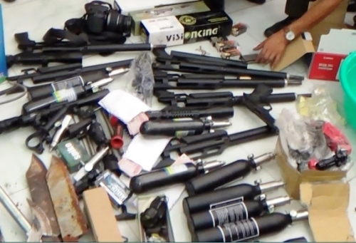 Vietnam police arrest terrorist group member for smuggling in weapons