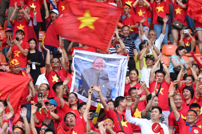Vietnams fans at the stadium in Indonesia. Photo by Duc Dong