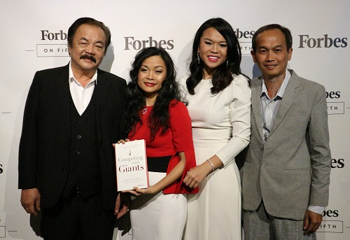 Tran Qui Thanh aka Dr. Thanh with his two daughters author Tran Uyen Phuong and Tran Ngoc Bich posed for a photo at the launch event. Photo: Khanh Anh