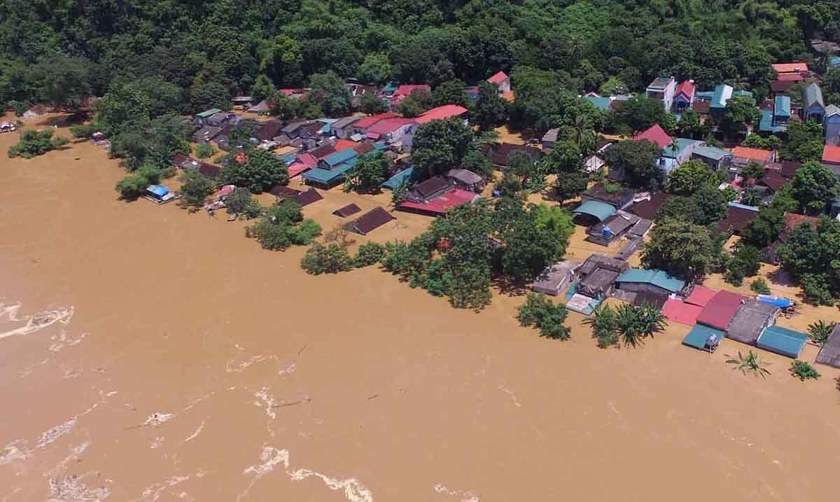 Dam discharge worsens flooding havoc in central Vietnam province -  VnExpress International