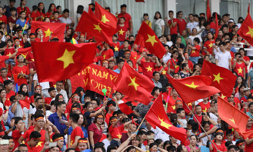 Vietnamese football team returns home to heartwarming reception