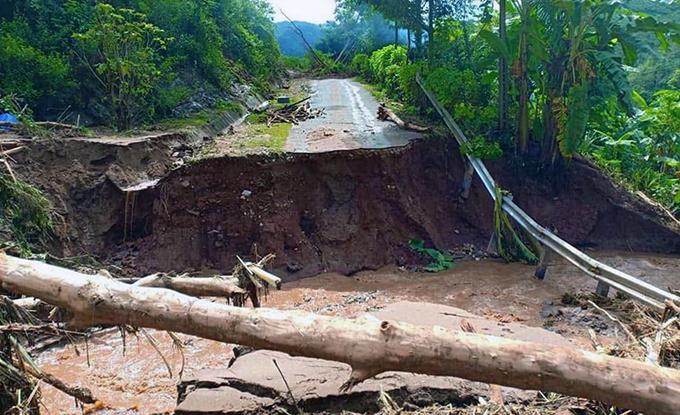 Floods destroyes homes, roads in border province (hari edited) - 9