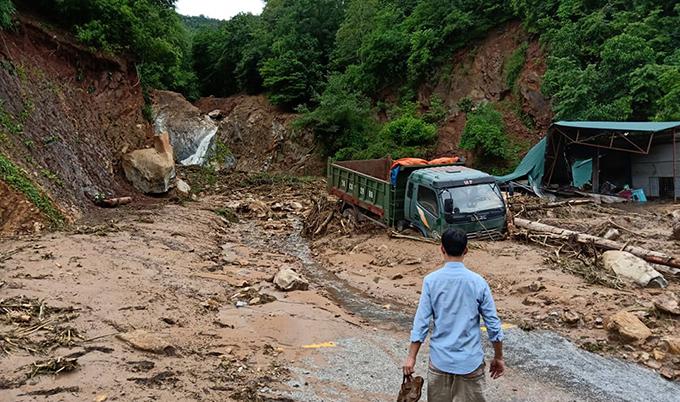 Floods destroyes homes, roads in border province (hari edited) - 4